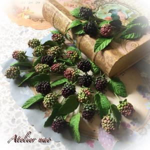 粘土で作る!キュートなラズベリーと多肉植物
