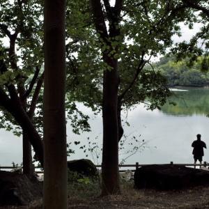 「釣りをする人」