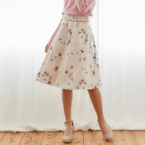 ぱっと目を惹くフラワープリントがレディな魅力あふれるスカート♪