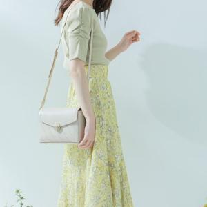 淡いきれい色の #ワンツーコーデ♪新鮮なイエローの柄スカートが可愛すぎる♡#jillby