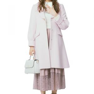 フレアスカートでふわっと女子力UP♡ 渡辺梨加さんの正統派美人コーデ