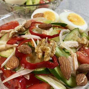 自家製サラダチキンと生野菜でさっぱりと!サラダ♪