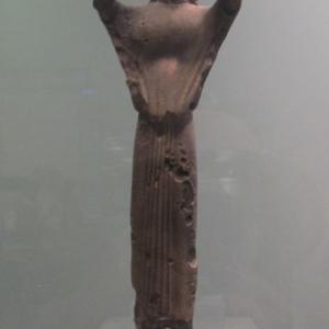 サモス島出土のフルート奏者の像 アテネ国立考古学博物館