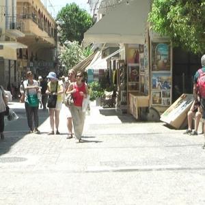 観光客が、ちらほら、ちらほら、歩いていた。