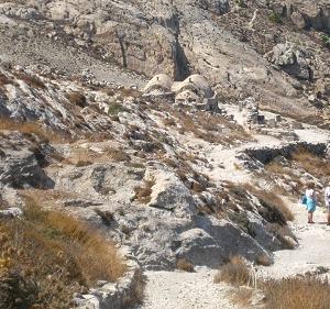 サントリニ島の古代ティラは遠い記憶の中にある。
