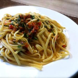 トマトとパセリのレモンガーリックパスタ。