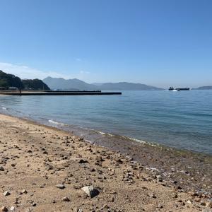 秋の広島の海
