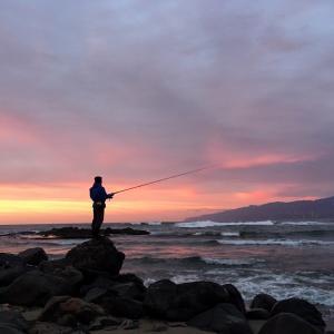 アキアジ釣りリベンジツアー2日目夕。アタリなく晩はサンマの炭火焼き。
