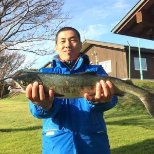 アキアジ釣りリベンジツアー4日目朝。やっと鮭が釣れました!