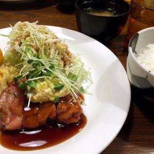 青山カフェフィール二番町店さんの今日のランチ「テリヤキチキンタルタルソース」ほか。