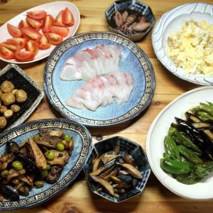 自家栽培ナスの炒めもの・漬けもの・揚げ浸し、自家栽培ジャガイモのポテサラ・ポテトフライほか。