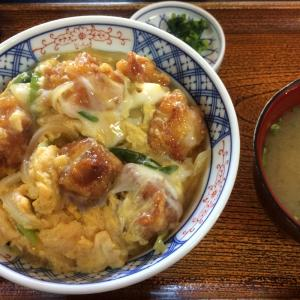 西予市宇和の食堂「たちばな」さんの「からあげ丼」605円。