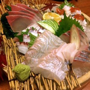 八幡浜近海産ヒラメ・ブリ・タコ・カンパチの刺し身とハモの湯引き。~食造り拓味さんの刺し身盛合せ~