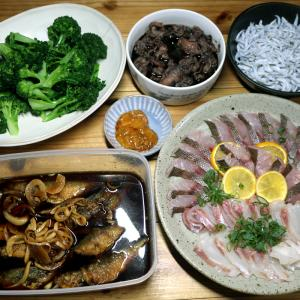 八幡浜近海産アジの南蛮漬け、イサキとマダイの刺し身、しらす、自家栽培ブロッコリーほか。