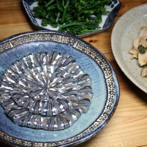 宇和海産キビナゴの刺し身、自家栽培ブロッコリーほか。