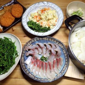 宇和海産養殖ブリと天然イサキの刺し身、自家栽培ブロッコリー、豚しゃぶハクサイ鍋ほか。