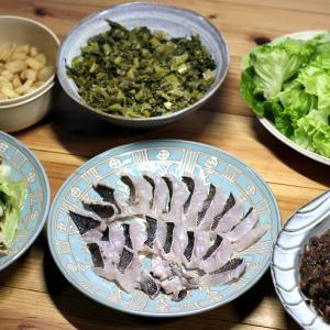 春告魚(はるつげうお)・メバルの皮焼き(炙り刺し身)、自家栽培カブのワラビ味噌餡かけほか。