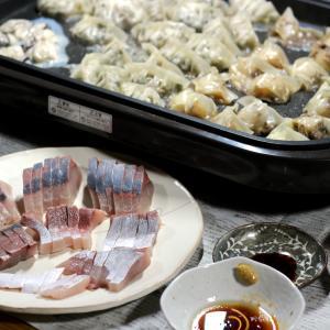 自家栽培ダイコンの葉・カブ入り餃子、八幡浜近海産養殖ブリの刺し身、自家栽培ブロッコリーほか。