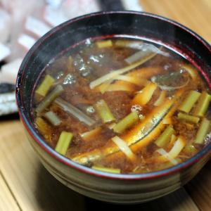 おととい掘ってきたタケノコ姫皮・ワラビ・キビナゴ・アオサ入り自家製味噌汁ほか。
