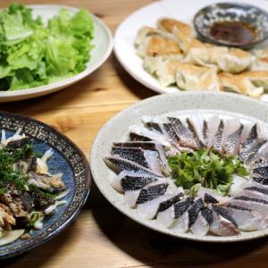 八幡浜近海産グレ(メジナ)の皮焼き、グレとタマネギのポン酢和え、ギョウザほか。