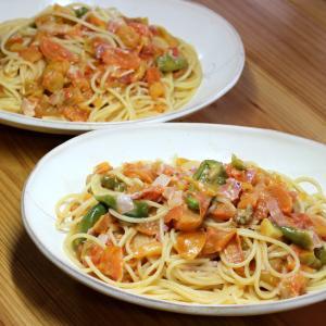 自家栽培トマトとピーマンのパスタ。