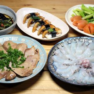 八幡浜近海産マトウダイの刺し身と肝の蒸しもの、自家栽培夏野菜の揚げ浸し、キュウリとトマトほか。