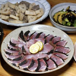 八幡浜近海産ヤズ(ブリの若魚)の皮焼き、自家栽培ナス・オクラの揚げ浸し、レンコンの煮ものほか。