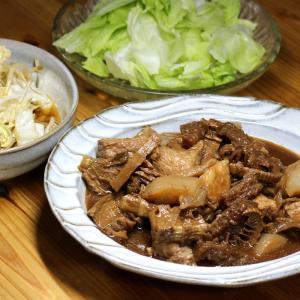 自家製干しタケノコ・茹で干しダイコン・コンニャク・豚肉の煮ものほか。