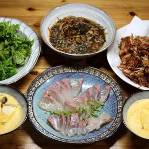 八幡浜近海産カンパチの刺し身、自家栽培ブロッコリーとレタス、自家採りヒジキの煮ものほか。