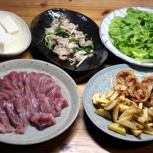 愛南町深浦産キハダマグロの刺し身、自家栽培タマネギとジャガイモのフライ、コマツナの炒めものほか。