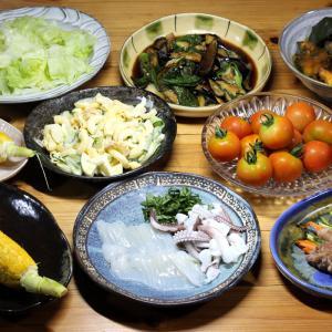 宇和海産アオリイカの刺し身、自家栽培トウモロコシ、ミディトマト、ナス・オクラ・ピーマンの揚げ浸し