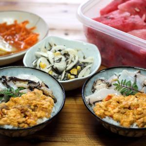 きのう採ってきた赤ウニ・クロアワビ・サザエ丼、おすそわけのスイカほか。