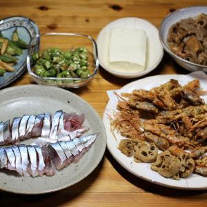 宇和海産天然サバの刺し身、地エビの頭とレンコンのから揚げ、自家栽培オクラとエリンギの炒めものほか