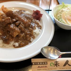 大洲市肱川「食べ処呑み処 味人-AJITO-」さんのエビフライカレー。