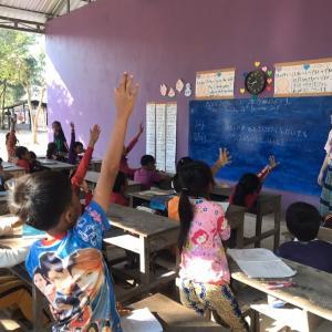 カンボジアへ書の文化を届けに