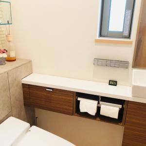 MAKEOVER (2) - restroom-