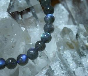 【石の意味】宇宙を思わせる神秘的な光を放つ・ラブラドライト