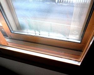削った窓額縁の凸凹・隙間をDIYでなんとかする。