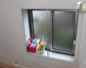 バスルームに適した内窓を比較検討する。