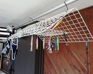 100均メッシュワイヤーで、洗ったルアーや釣り道具物干し。