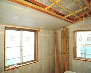 窓は熱還流率、壁は熱伝導率どっちがどんな性能なのか?