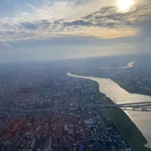 飛行機窓の風景
