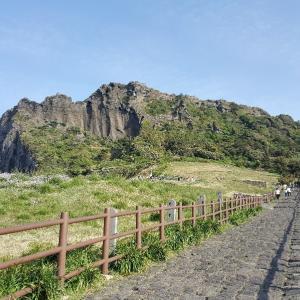 済州島 海に囲まれた城山日出峰
