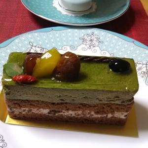 お土産のケーキと絶品シュークリーム♪