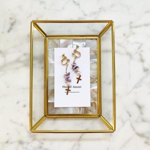 美しいマクタンリリィのピアスイヤリング