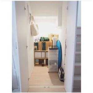 DIY * 階段下収納に可動棚を設置