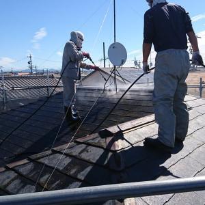 外壁塗装まずは洗浄と屋根タスペーサー
