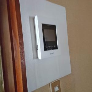 壁を補修してテレビドアホン取り替えました