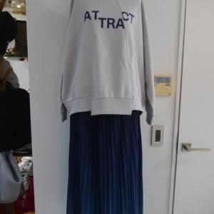 ジグザクデザイントレーナー×グラデーションプリーツスカート