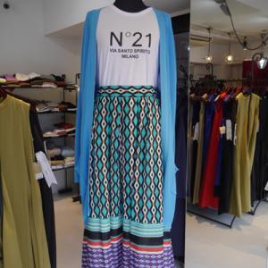 N21ロゴティシャツ×ボーダー切り替え柄スカート